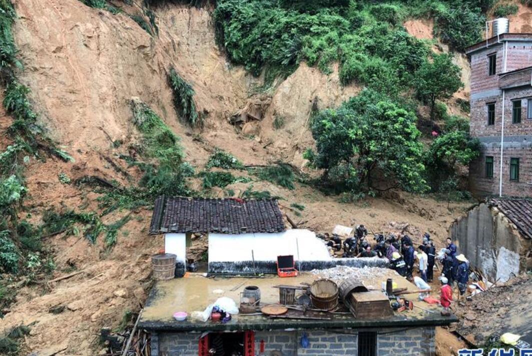 广东云浮发生山体滑坡已致5人死亡