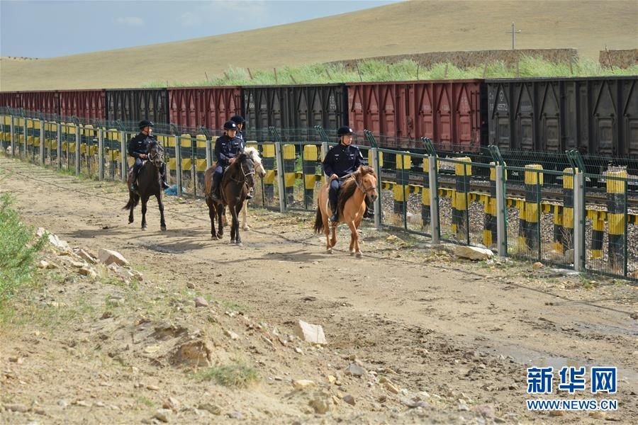 (社会)(6)草原骑警队:铁路沿线守卫者