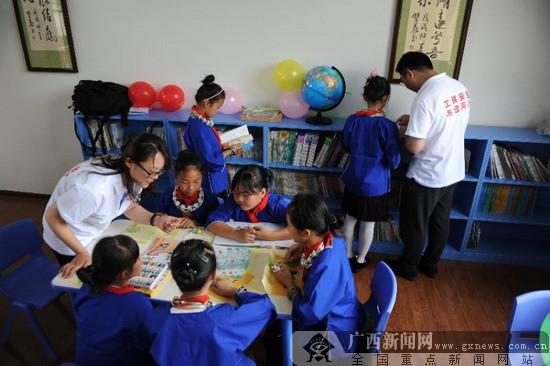工银安盛人寿爱立方爱心图书室落户三江县
