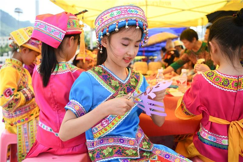 罗城举办文化和自然遗产日展演活动