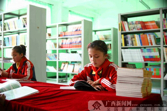 广西联通客户助力建设10所新疆贫困小学爱心书屋