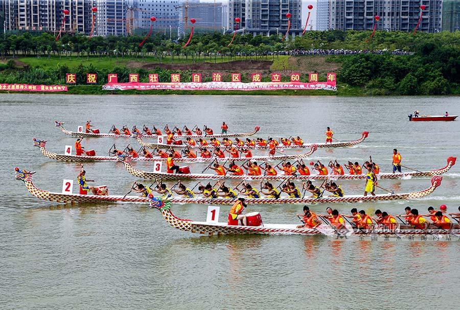中国-东盟国际龙舟邀请赛在南宁举行