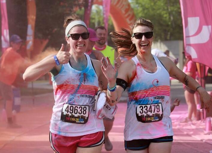 芝加哥举行彩色跑