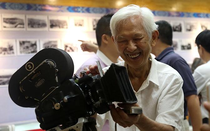 他用摄影机 记录了广西60年的变迁(图)