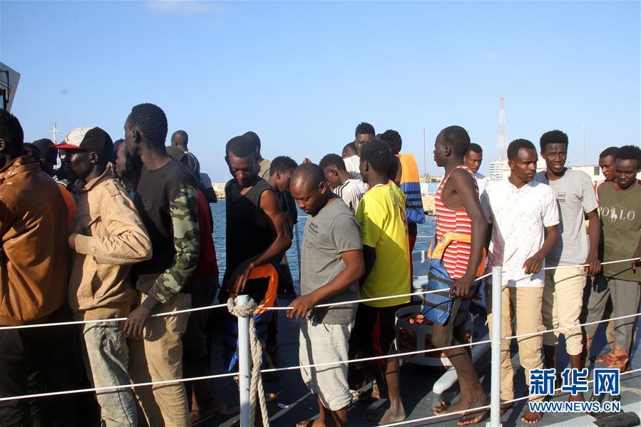 (国际)(4)利比亚海军在西部海域救起301名非法移民