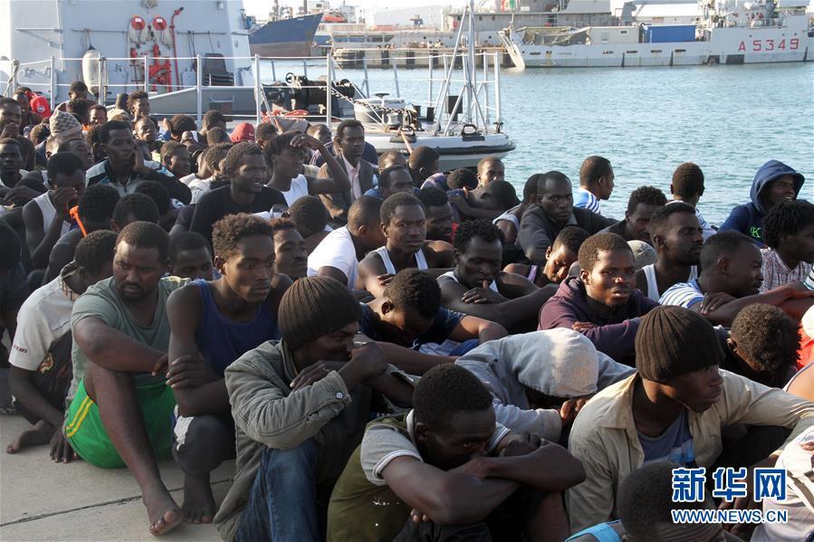 (国际)(5)利比亚海军在西部海域救起301名非法移民