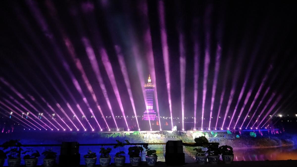 第32届全国荷花展览在贵港开幕 万亩荷花绽放(图)