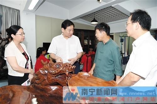 南宁:王小东到南职院调研并授课  寄语青年学生