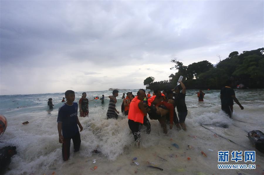 (国际)印尼一渡轮倾覆造成至少12人死亡
