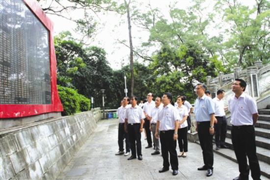 县领导赴东兰开展红色革命传统教育活动