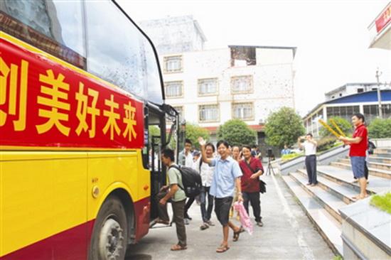 大化23名搬迁群众赴中马产业园创业就业