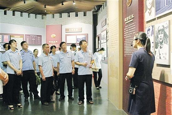 大化法院赴红八军纪念馆开展主题党日活动