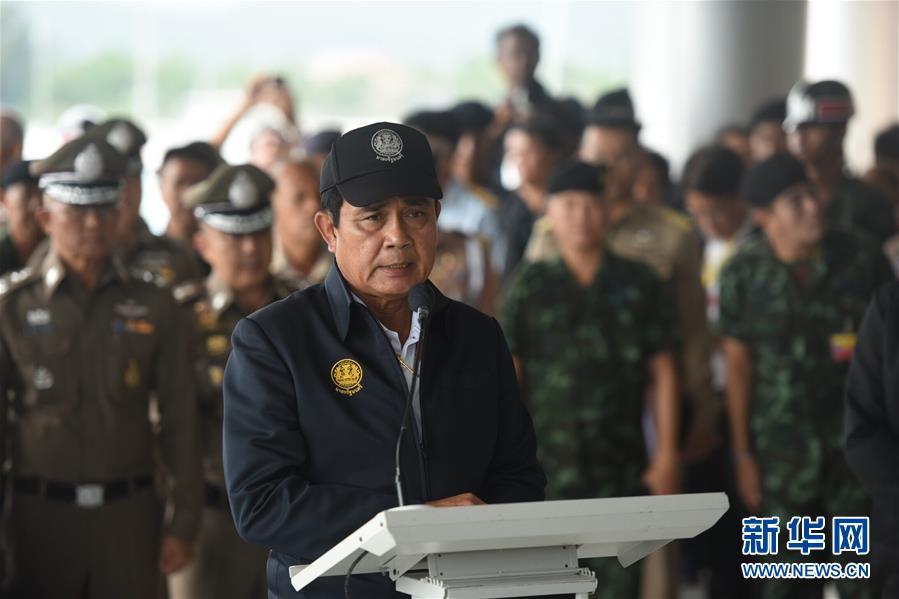 (国际)(1)泰国总理巴育视察游船翻沉事故救援指挥中心