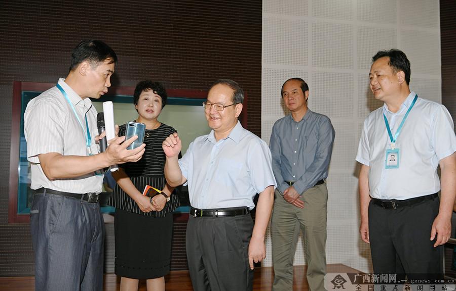 鹿心社在新聞媒體單位調研并召開廣西新聞輿論工作座談會