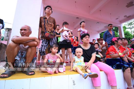 2018南宁市社区运动会举行开幕式 多个活动进社区