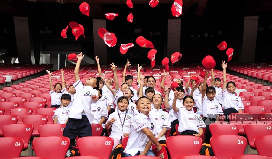 贺州:平桂区组织26名品学兼优贫困学生赴京参观