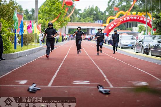 广西农信社玉林办事处举办守押人员军事技能比赛
