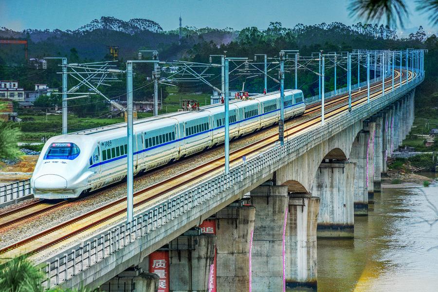 高清:防城港市融入南向通道建设 跨越式发展交通