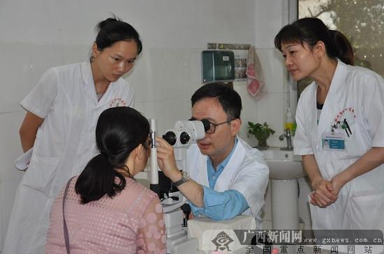 香港眼科大咖与柳州红十字会医院开展学术交流