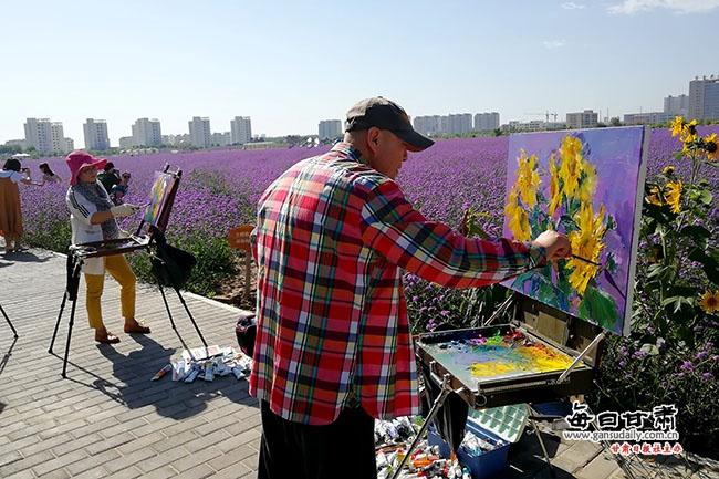 金昌紫金花海香飘世界 引来法俄油画家写生创作