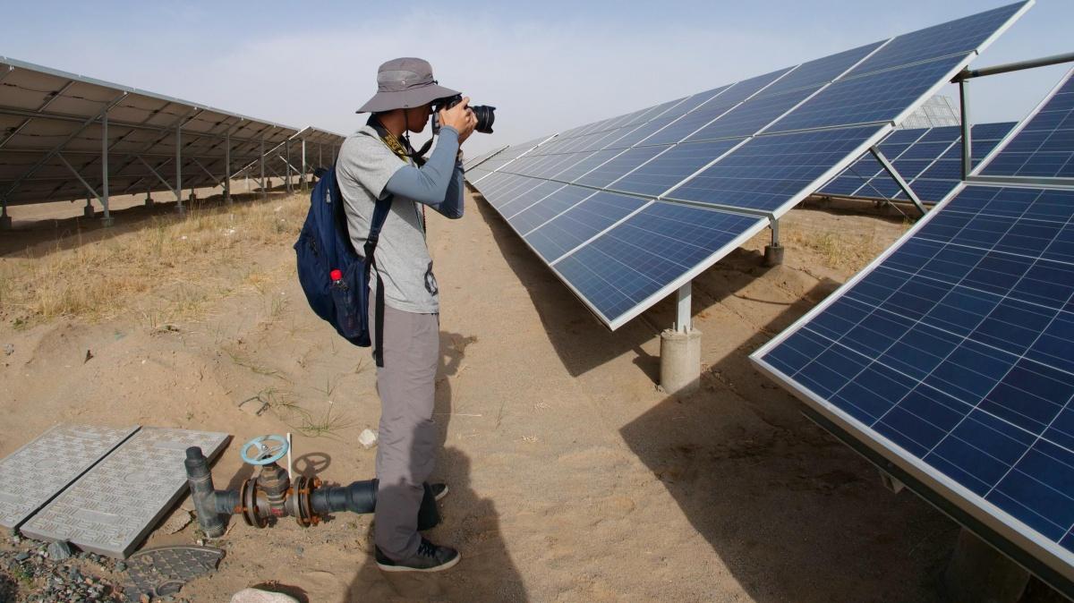 格尔木位于青海省西部,地处荒漠戈壁柴达木盆地腹地,气候恶劣,生态