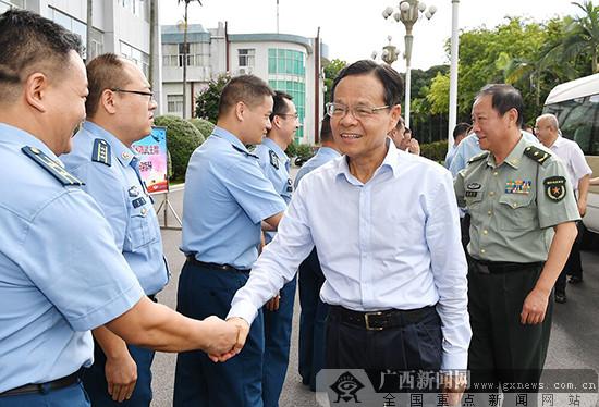 鹿心社陈武走访慰问驻桂部队