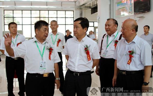 桂林汽�客�\南站�⒂� �L途班�不�M市中心