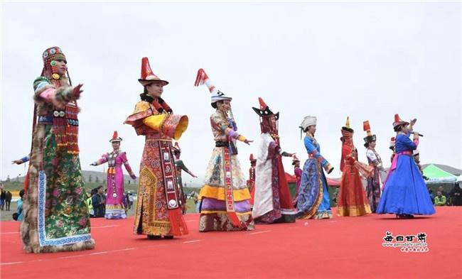 肃南:赛马节直播燃爆网络 裕固风情迎来八方客