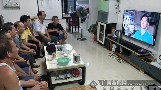 """宁明电影人学习电影放映楷模""""韦氏三兄弟"""""""