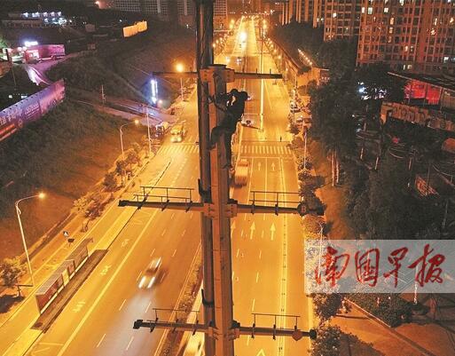 """高压电线""""入廊"""" 南宁凤凰岭路电线杆将全部拆除"""