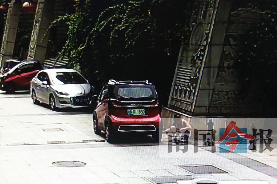 """柳州街头10多辆E100被男子放气 原因是""""太无聊"""""""