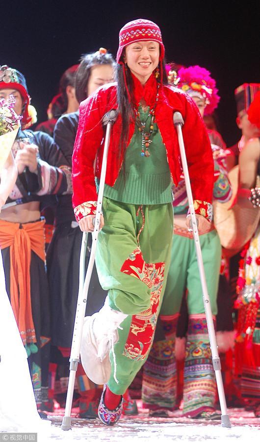 60岁杨丽萍练舞骨折 感谢网友:未因创作感到辛苦