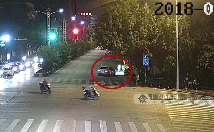 撞伤行人驾车逃逸 司机涉嫌毒驾、酒驾、无证驾驶
