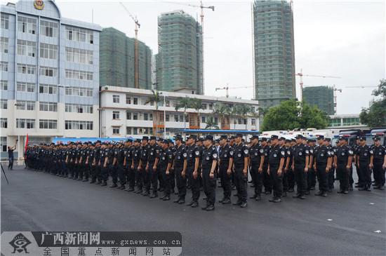 玉林公安举行安保誓师大会暨应急特勤队伍汇报演练