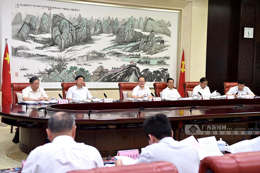 自治区扶贫开发领导小组召开2018年第三次全体会议