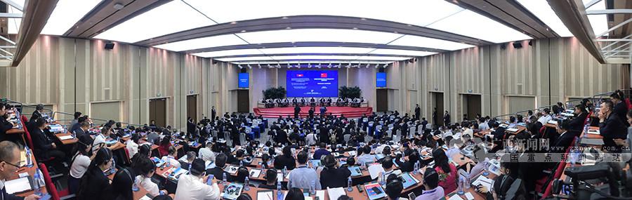 柬埔寨王国首相洪森亲王与中国企业CEO圆桌对话会在南宁举办