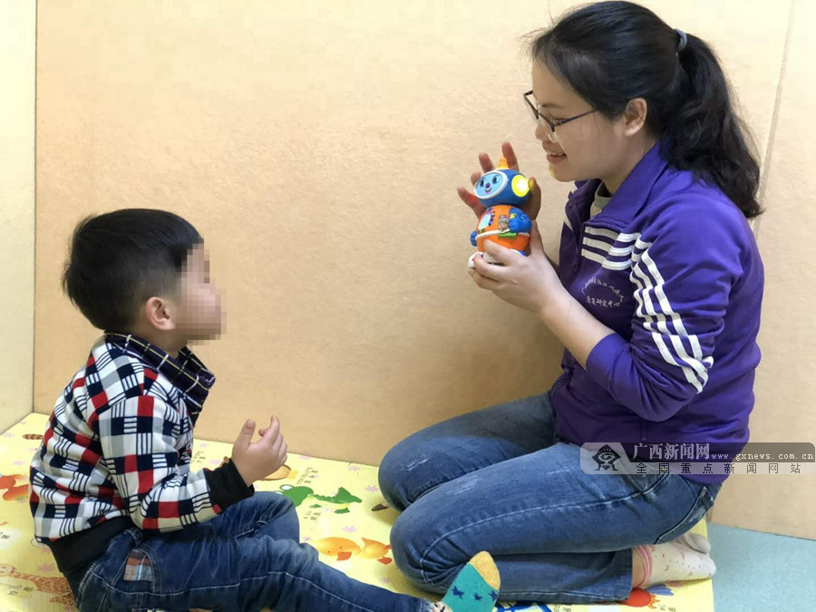 """特教老师潘露芬:愿做自闭症儿童星空的""""守星人"""""""