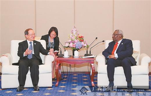 鹿心社会见坦桑尼亚桑给巴尔副总统伊迪