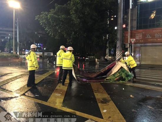 """组图:台风""""山竹""""影响减弱 玉林继续做好抢险救援"""