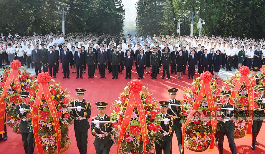 首府各界向烈士敬献花篮 鹿心社陈武张践白吕等出席仪式