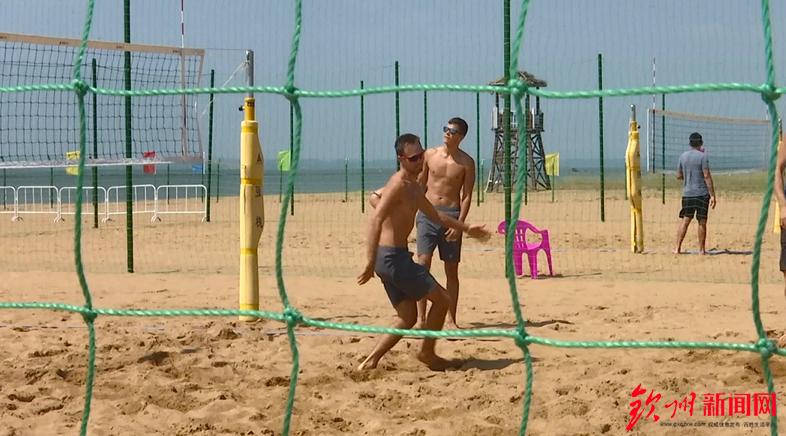 钦州 国际沙滩排球赛场准备就绪 运动员进场训练
