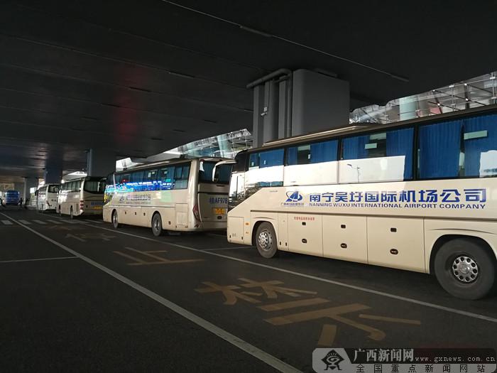 """""""十一""""黄金周南宁机场巴士运输旅客九万人次"""
