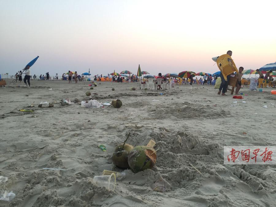 """7天513吨垃圾 椰壳和烟头成污染北海银滩""""祸首"""""""