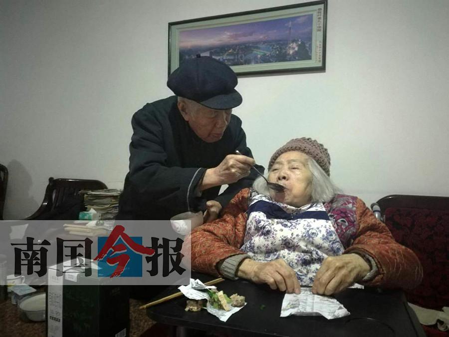 """父慈子孝 广西""""最美家庭""""叶立家的幸福密码(图)"""