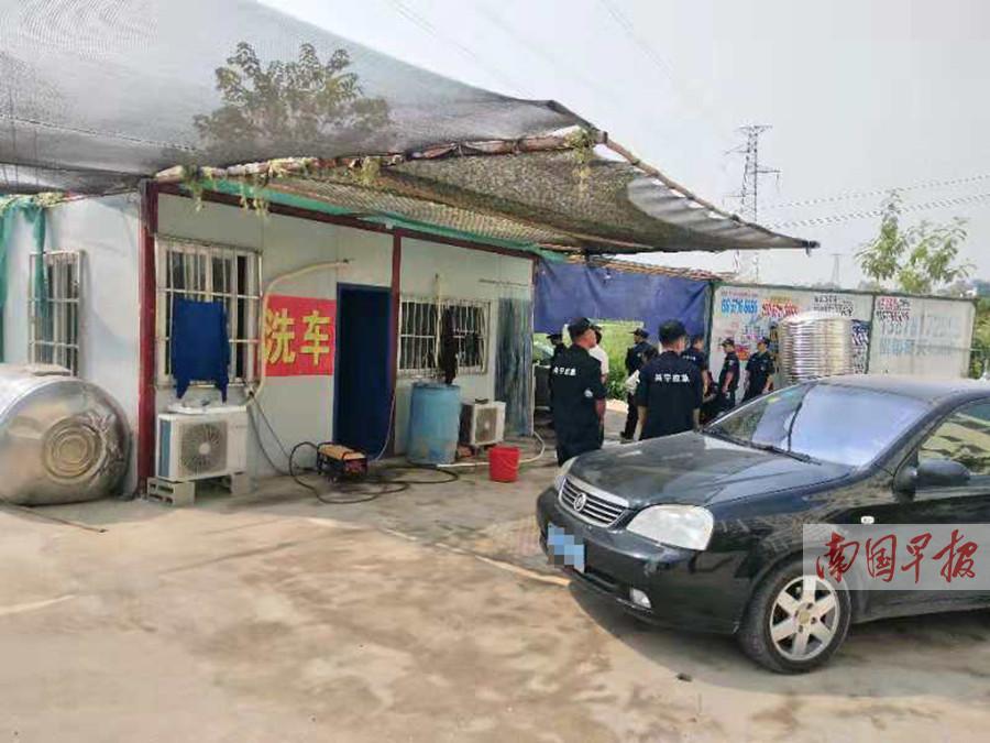 打着加水幌子 洗车店卖走私油被一举端掉(图)