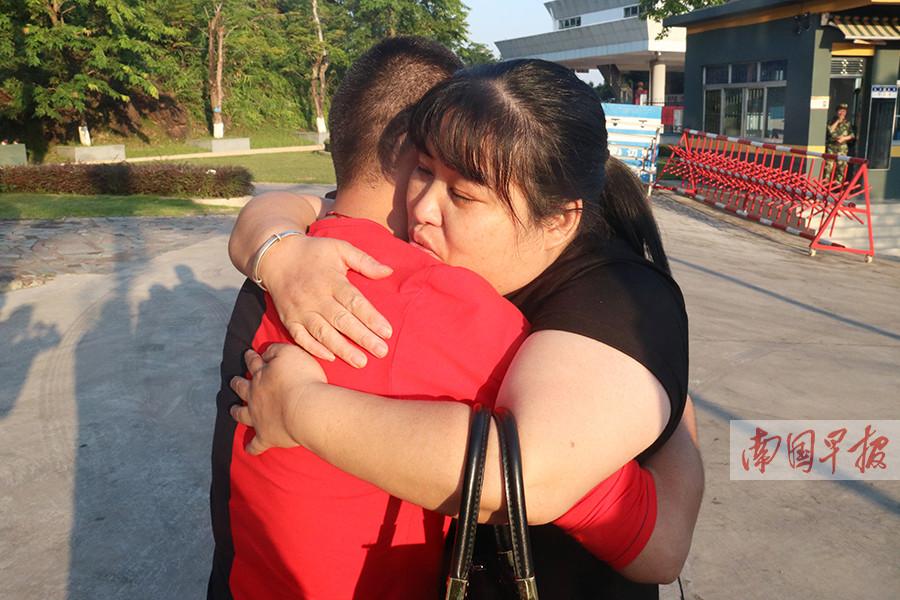 男子离家29年在外流浪 在广西他终于见到了家人
