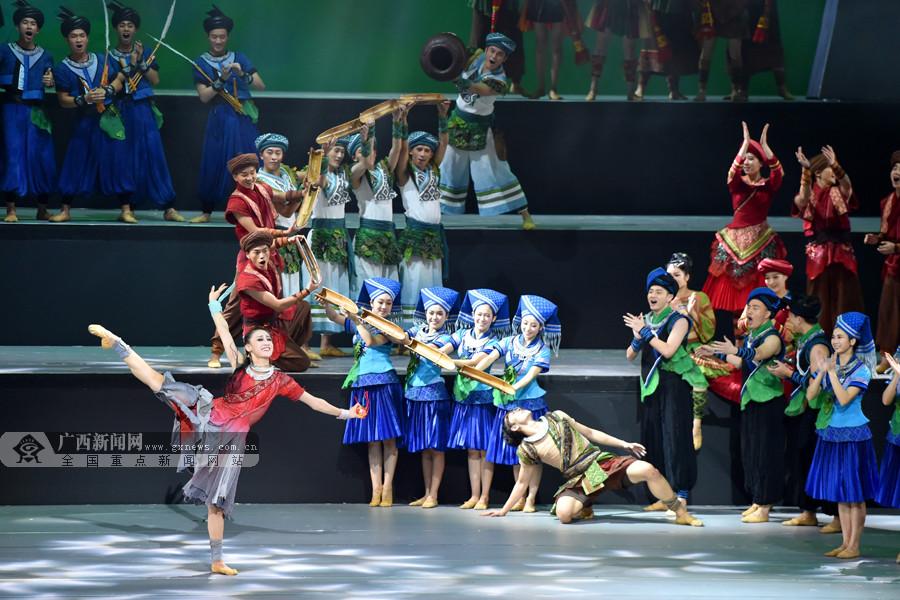 一花一世界 壮美在人间 舞剧《花界人间》首演赢得满堂彩