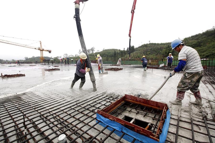 柳州新建的第一条高架路 柳东新区纬六路年底通车