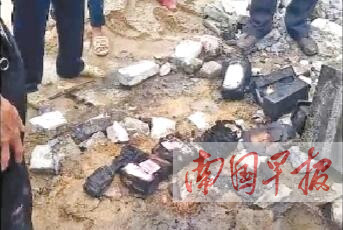 灵山一民房突发大火 13万元现金和证件几乎被烧毁