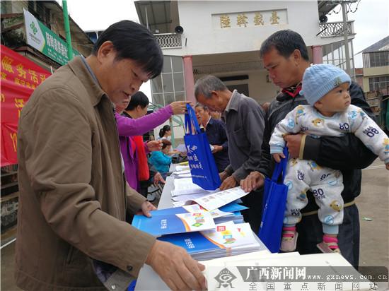 """南宁市举办""""银龄行动"""" 为500多名老人义诊"""